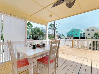NEW LISTING! Gorgeous coastal cottage dog-friendly home with ocean views