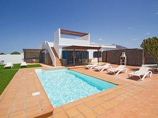 Villa Alegranza, Villa moderna con Piscina Privada