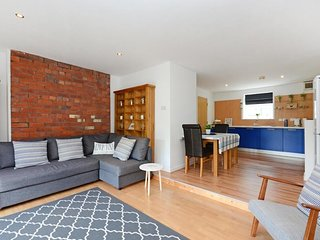 DELUXE DUPLEX + Roof Terrace near Peace Gardens for 10