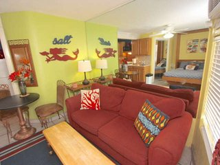 On the Beach!  Free Cable & Wi-Fi, BBQ, Onsite Laundry, Full Kitchen, Parking –