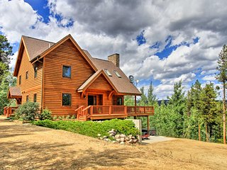 Winter Park Chalet w/Hot Tub, Fire Pit & Bag Court