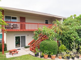 Peaceful Anna Maria retreat two bedroom, two bath Duplex with poolside den