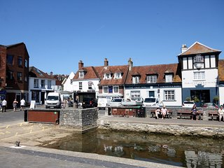 64493 Apartment situated in Lymington