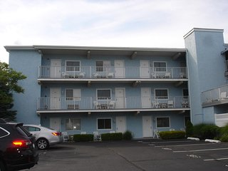 1110 Wesley Avenue 3rd Floor Unit **********