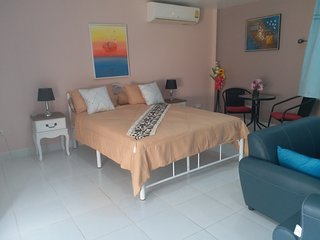 Studio deluxe avec service hotelier avec piscine, terrasse privee a RAWAI Phuket