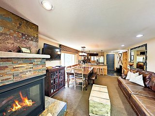 Large Beaver Village 4BR w/ Fireplace & Mountain Views - Free Resort Shuttle