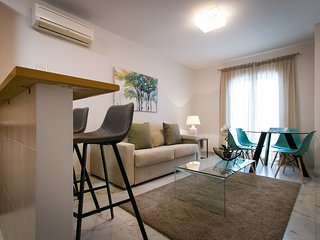 Charming 2 bedroom apartment with Parking & next to Old Historic Malaga