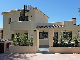 Welcome to Marbella 5min from Puerto Banus, holiday rental in Nueva Andalucia