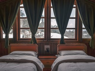Live in the Heart of Shimla - 6 Bedroom Attic. Budget home with full kitchen