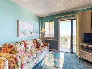 NEW LISTING! Breezy Gulf-view condo w/fitness center, shared pools, hot tub