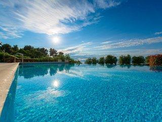 Villa Azure Infinity – Large seafront villa with pool Brac island