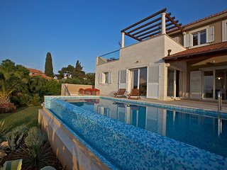 Villa Azure Infinity – Large seafront villa with pool Brac island