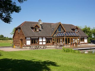 Stunning Lakeside Lodge set in 4 Acres of Beautiful Shannon Countryside