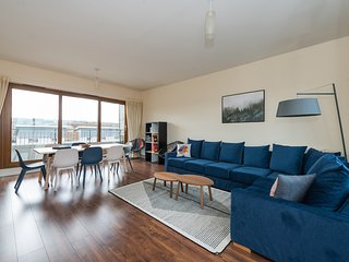 Stunning penthouse - Sleeps 10 - Free parking!