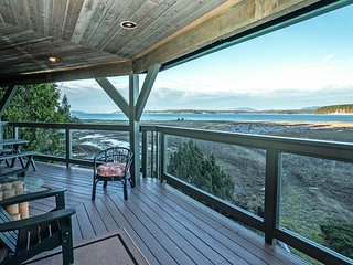 NEW LISTING! Modern home w/multiple decks, amazing views, peaceful location