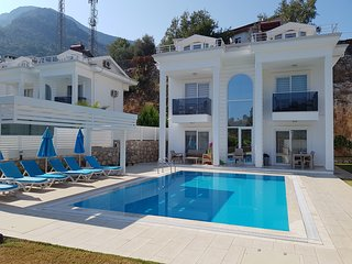 Usan  Private 4 Bedrooms Villa