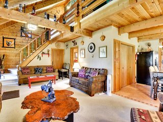 NEW LISTING! Rustic cabin with family charm - easy access to lake & attractions
