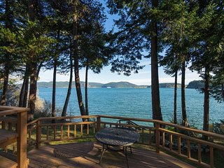 NEW LISTING! Waterfront home w/beach access & great location for exploring