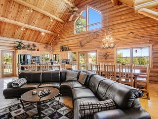 NEW LISTING! Lux lodge w/ amazing mountain view, hot tub, game room, & deck