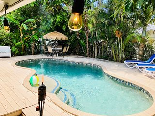 Gorgeous BEACH Ranch just STEPS from the Gulf of Mexico BEACHES, Heated POOL!!!