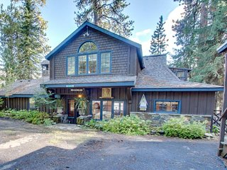 Historic lakefront home with private hot tub, private dock, & easy lake access