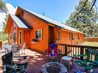 NEW LISTING! Bright & sunny cabin w/ furnished deck - one block from the lake!