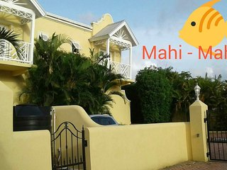 Elegant Beach Townhouse with private pool, 2 Bedroom