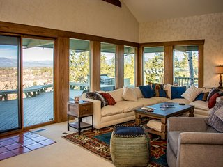 NEW LISTING! Luxury ridgetop home on 10 acres w/deck, amazing views & steam room