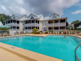 NEW LISTING! Cozy coastal townhome with beach access and shared pools, hot tubs!