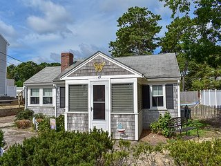 Three bedroom sleeping 6-just .3 miles from shared/private beach
