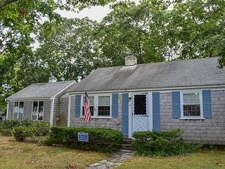 Clean and cute home 3 bedroom, 2 bath house less than 1 mile to beaches