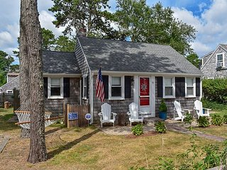Two bedroom cottage just .3 miles to Sea Street Beach