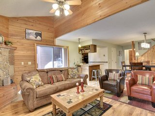 NEW LISTING! Two-level condo on golf course w/deck -near Pagosa Lakes