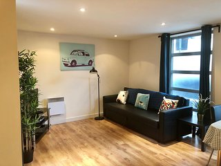 Two bedroom apartment with patio in Shoreditch