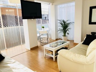 Spacious apartment in the center of Granada with Lift, Internet, Washing machine