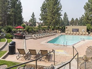 Condo at 7th Mountain Resort w/ three pools, hot tub & close to Mt. Bachelor!