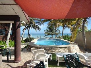 Ixpa-hu en telchac Puerto, casa con piscina frente al mar