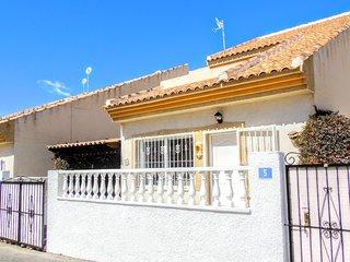 Villa Rimas & Leyendas, Cdad. Quesada - House with Pool, WiFi & UK TV