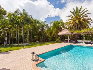 Casa Bianca - Luxury Pinecrest Pool Home