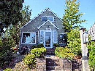 GARTEN HAUS~Charming cottage located 6 blocks to the beach!
