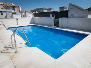2 bedroom apartment close Old Town Malaga with Parking & Pool
