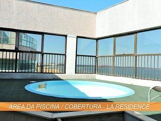 Cobertura de frente para o mar, sol da manhã e piscina privativa na varanda.