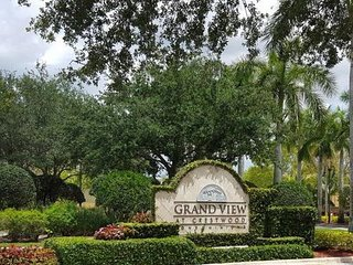 Beautiful Fully Furnished Condo 7 miles from the Equestrian Grounds.