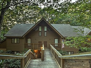 NEW! Cozy Wintergreen Resort Condo w/ Pool Access!
