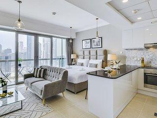 ★ Luxurious Downtown Apartment by Burj Khalifa
