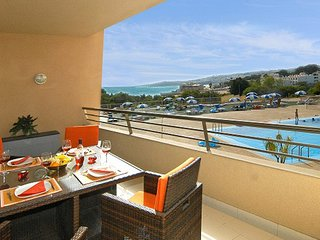 Stunning Sea View Apartment,  2 minute walk to beach and 5 minute walk to STRIP