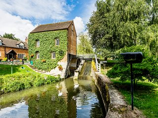 GRAFTON MILL, Grade II listed, character features, WiFi, Grafton Flyford, Ref 93