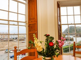 EXMOUTH, views of Ilfracombe Harbour, WiFi, wonderful gardens, Ref 915114