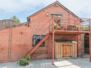 HAYLOFT, pet-friendly, on working farm, lots of walking and cycling