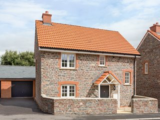 TUS NUA, detached, WiFi, lawned garden, off road parking, Carhampton, Ref. 95624